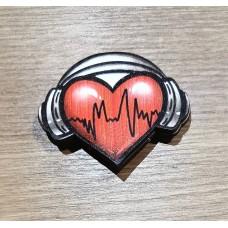 """Значок деревянный """"Сердце с наушниками"""""""